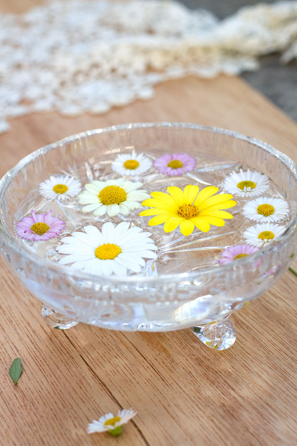 Spring-Daisies SImple Floral Arrangment
