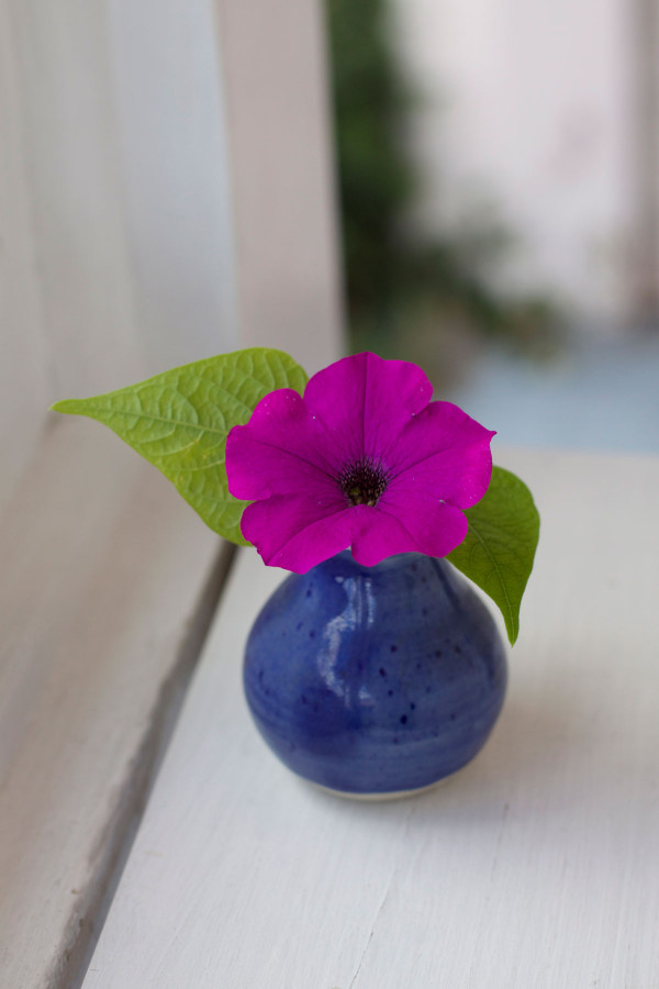 DIY mini summer flower arrangements