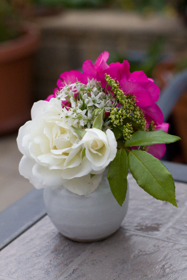 DIY Garden Flower Arrangement : Rose, Geranium, Parsley and Chive